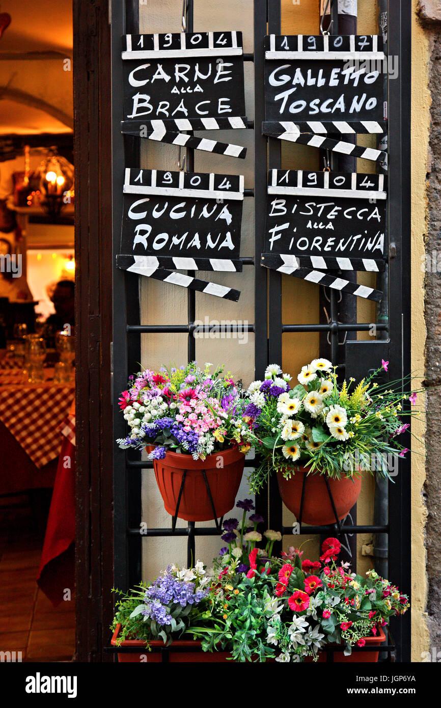 Am Eingang eines Restaurants in Trastevere, Rom, Italien Stockbild