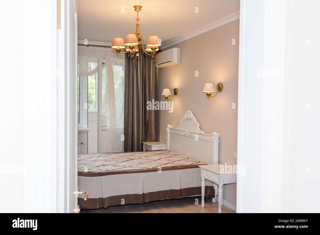 Kleine moderne Schlafzimmer Innenraum. Pastell-Farben ...