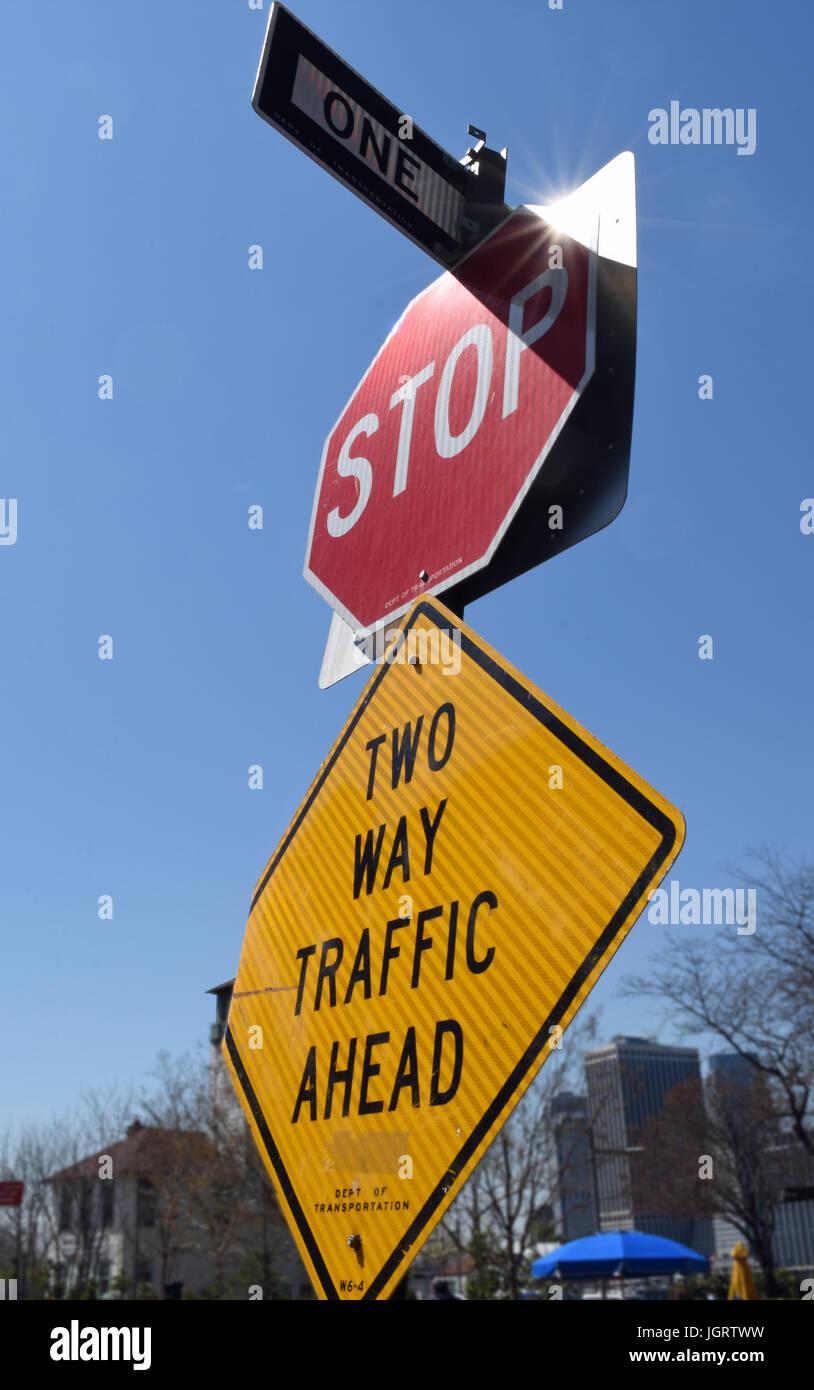 Verkehrszeichen in New York Stockbild