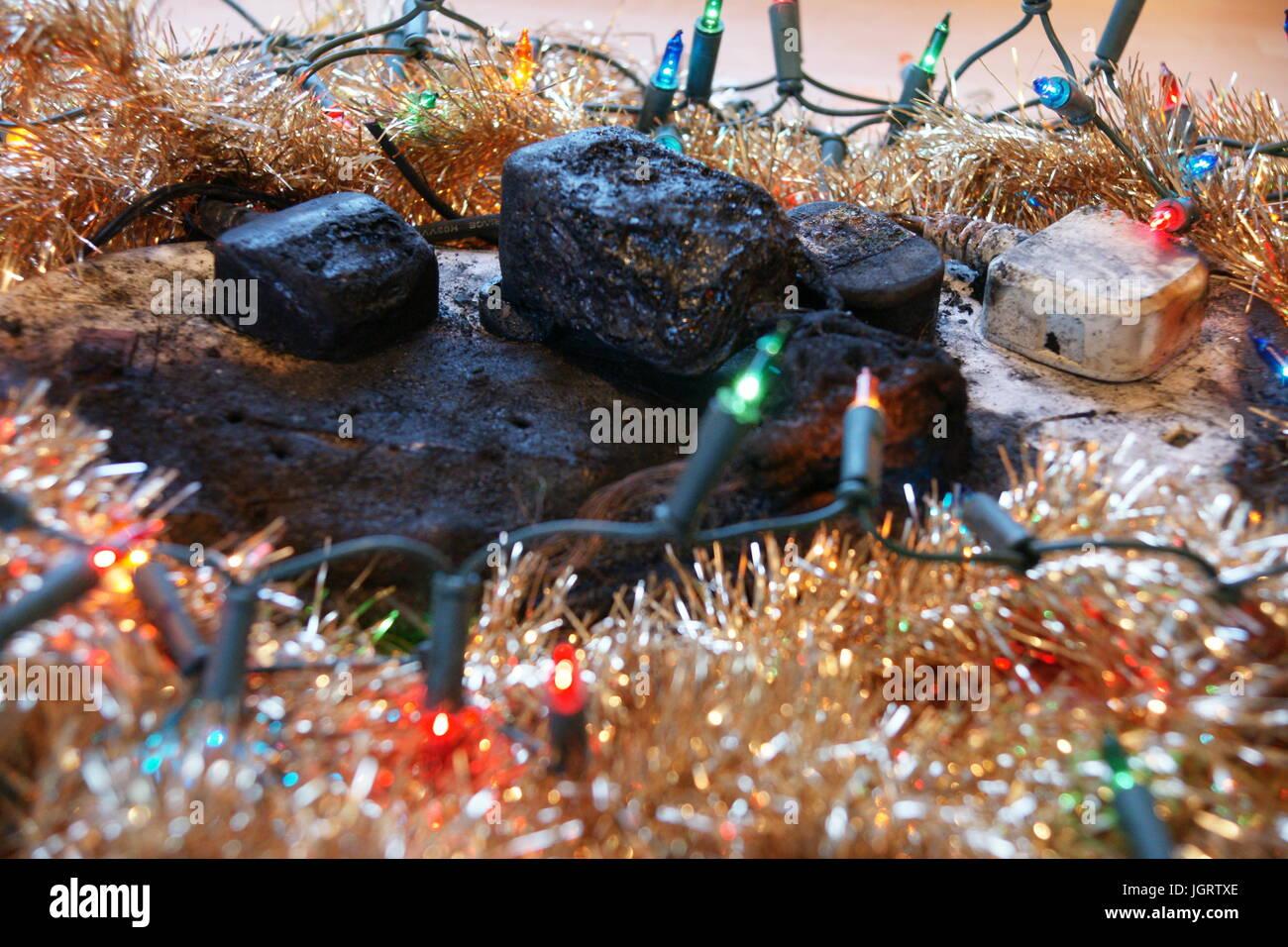 Adapter Für Weihnachtsbeleuchtung.überlastet Multi Socket Adapter Weihnachtsbeleuchtung Stockfoto