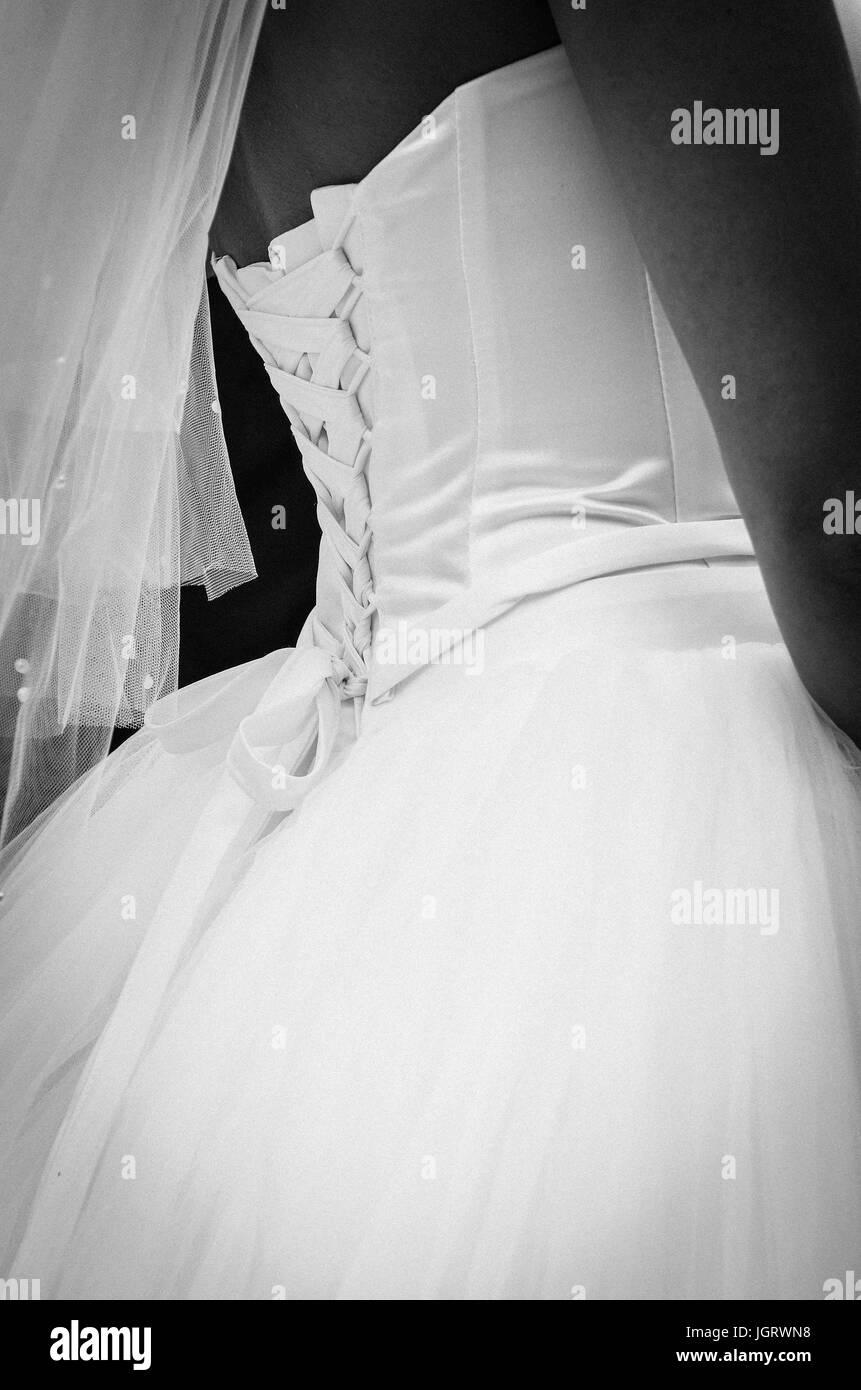 Rückseite der Braut Hochzeitskleid mit geschnürten Korsett von ...