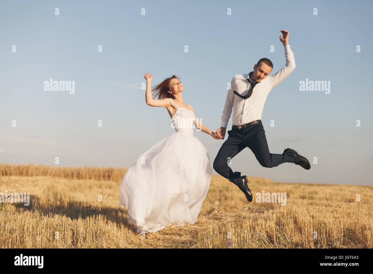 Redhead Bride Stockfotos & Redhead Bride Bilder - Seite 2 - Alamy