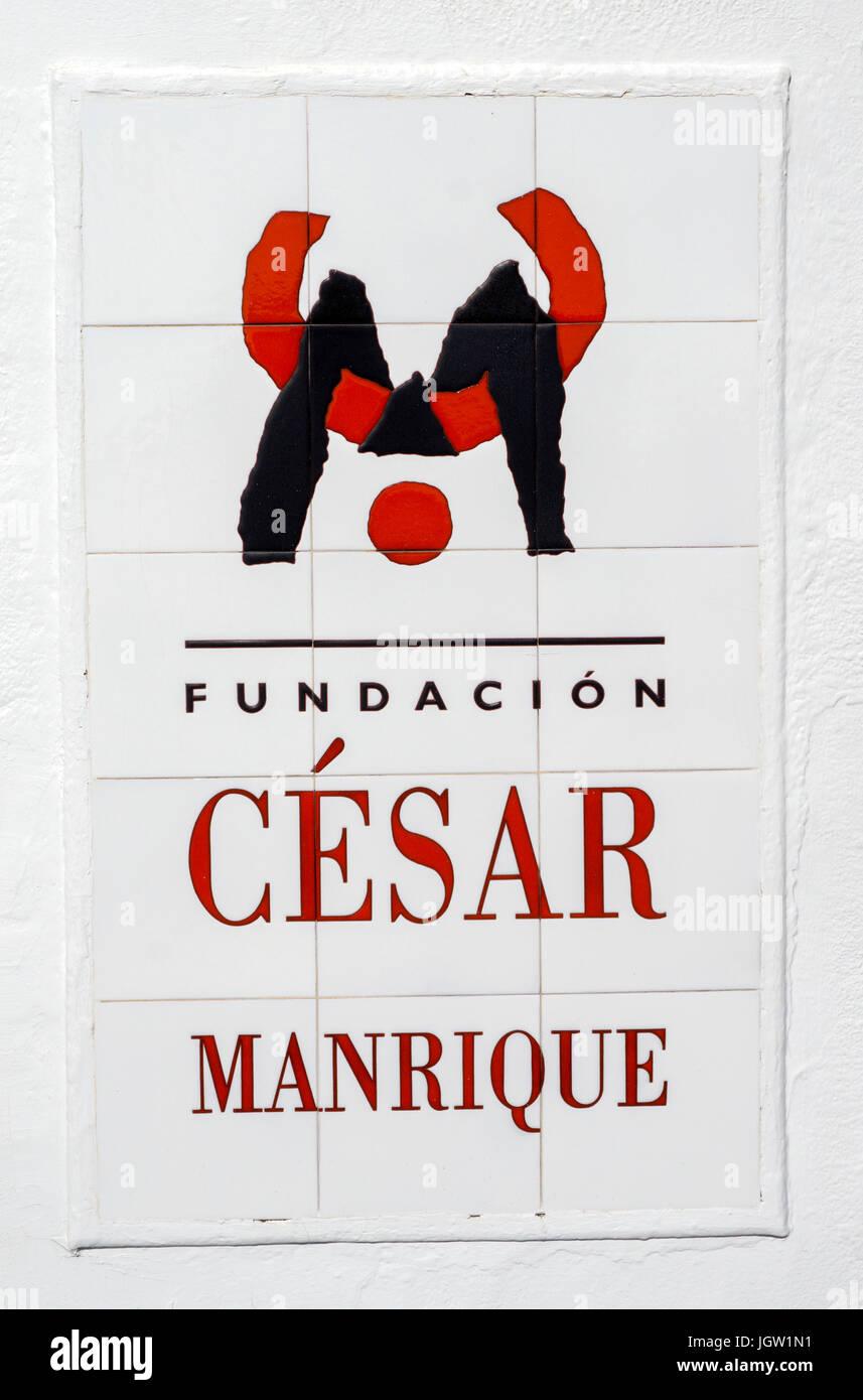 Logo von Cesar Manrique auf Fliesen am Eingang der Fundacion Cesar Manrique, Taro de Tahiche, La Asomada, Lanzarote, Stockbild
