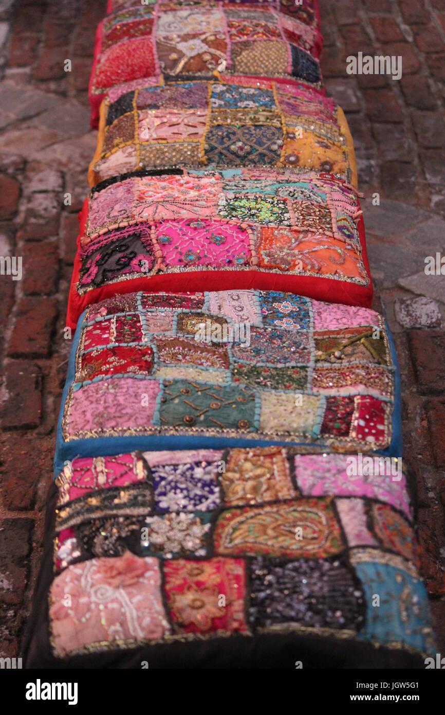 Bunte Kissen Zum Verkauf An Dilli Haat Pitampura Delhi Indien