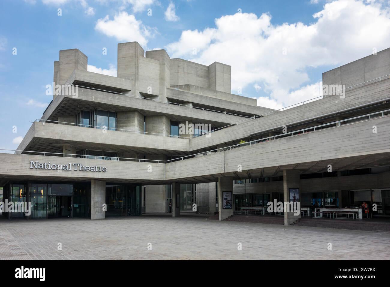 Brutalismus London: The Royal National Theatre Brutalist / Brutalismus Gebäude von Denys Lasdun. Southbank, Stockbild