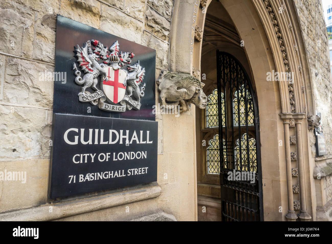 Eingang und Zeichen für die Guildhall, Basinghall Street, City of London, UK Stockbild