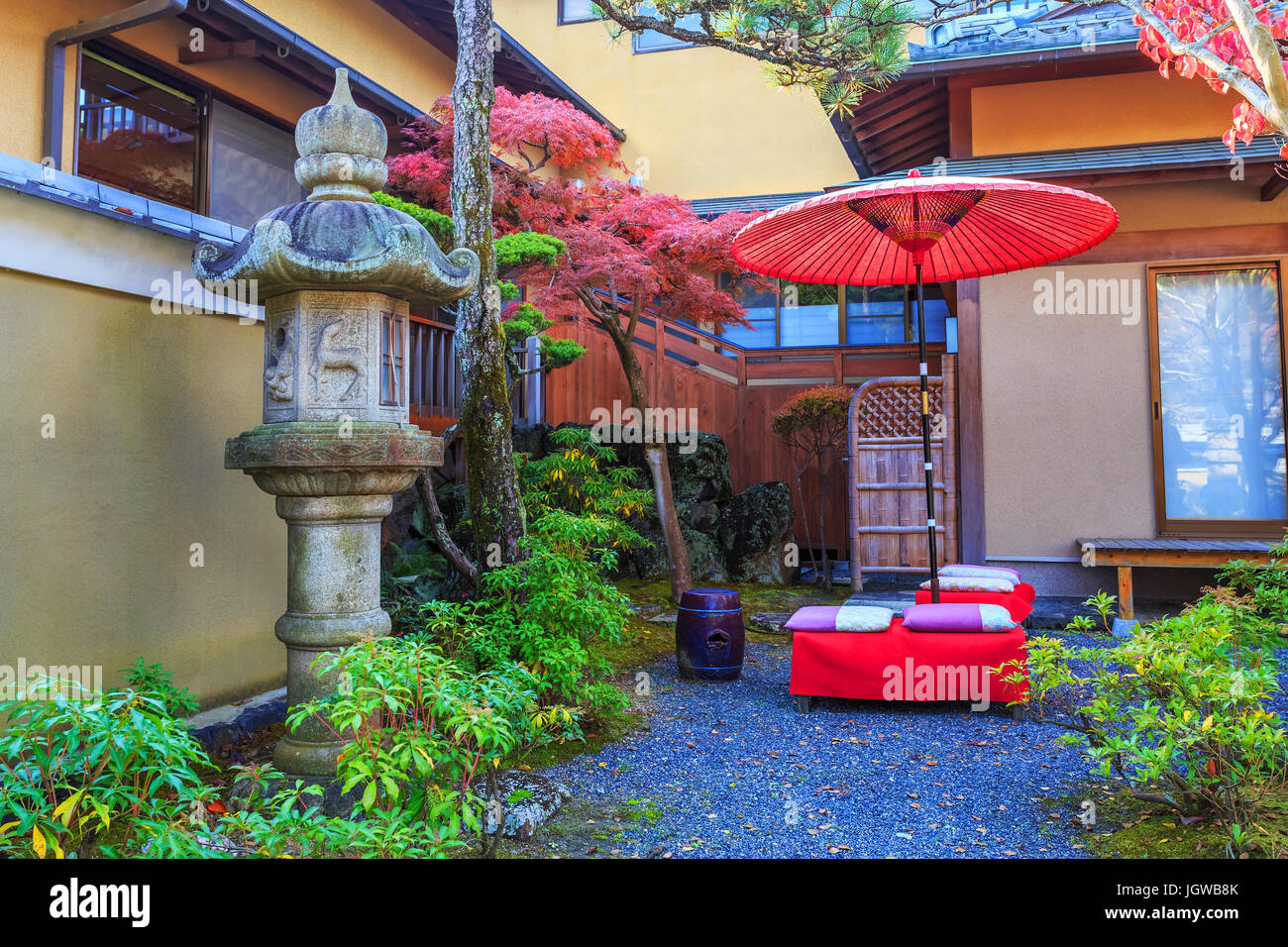 Ein kleiner japanischer Garten im Nara-Park in Nara, Japan Stockfoto ...