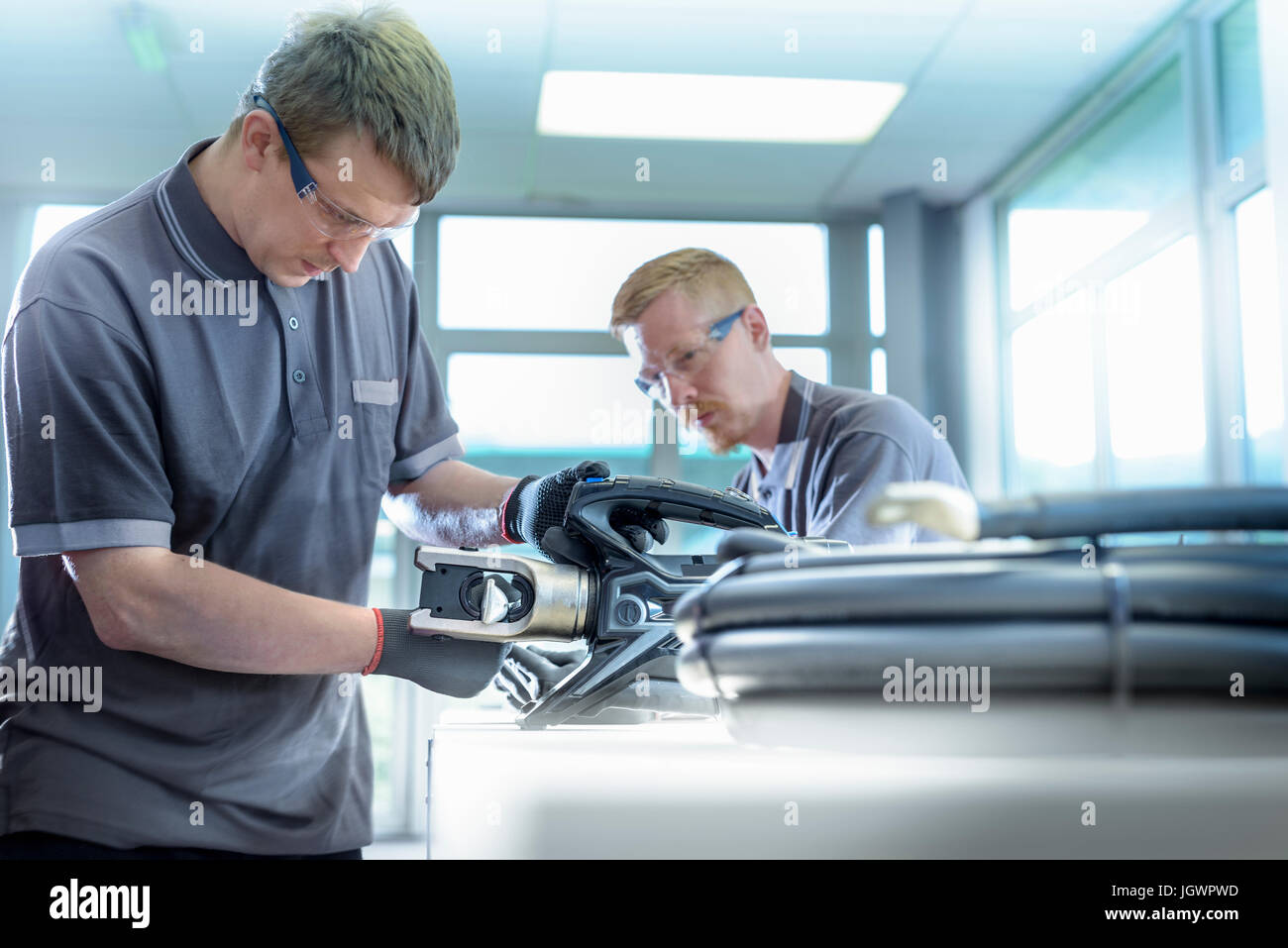 Lehrling Elektroingenieure Kabel Abschluss Fabrik Stockbild