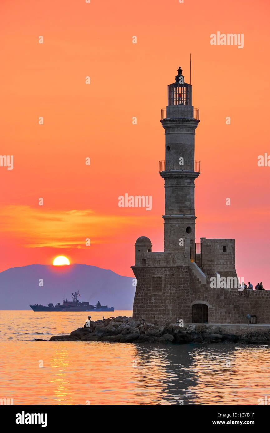 Sonnenuntergang über dem Chania Leuchtturm, Insel Kreta, Griechenland Stockbild