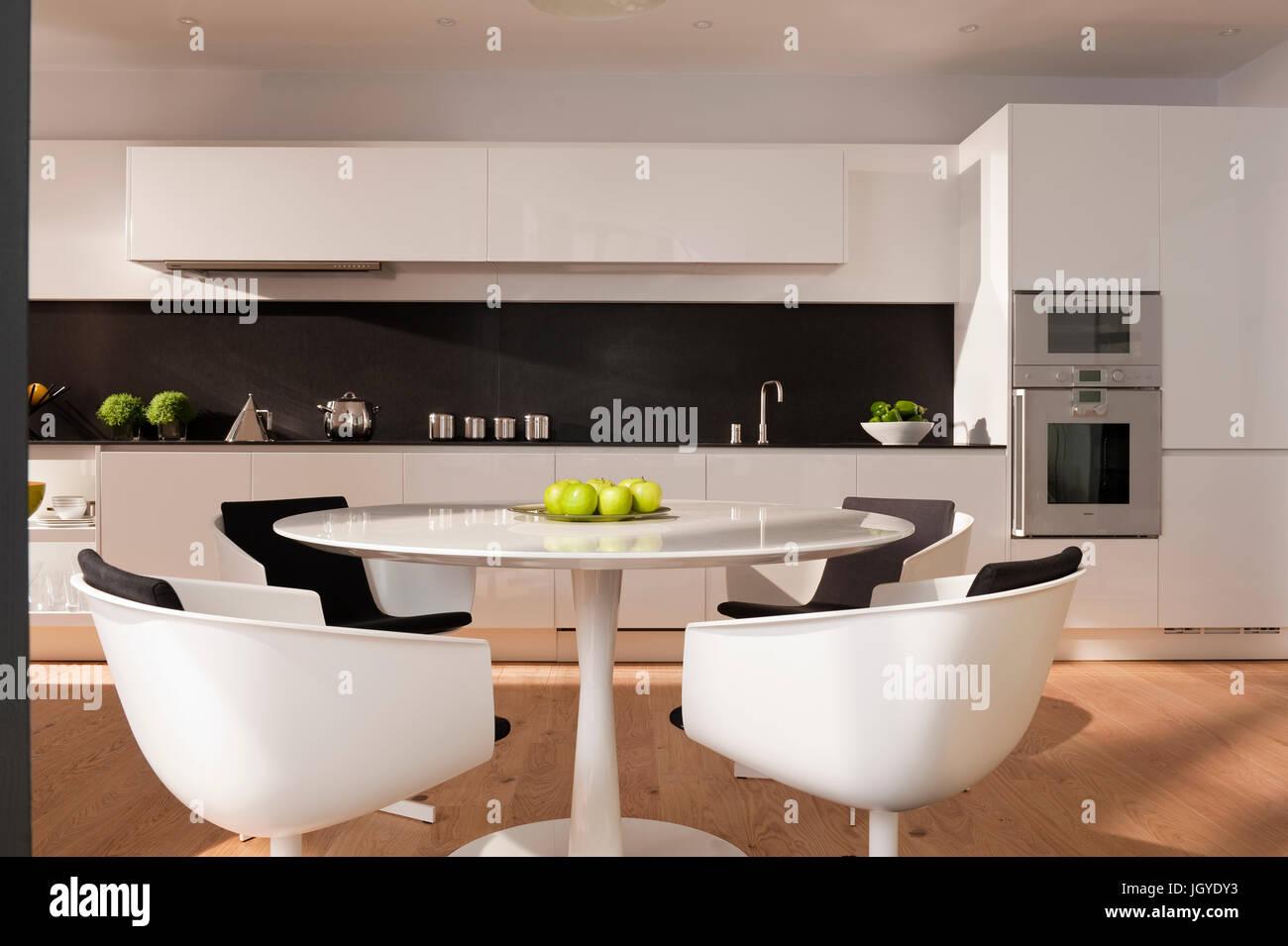 Moderne Offene Kuche Und Esszimmer Bereich Stockfoto Bild