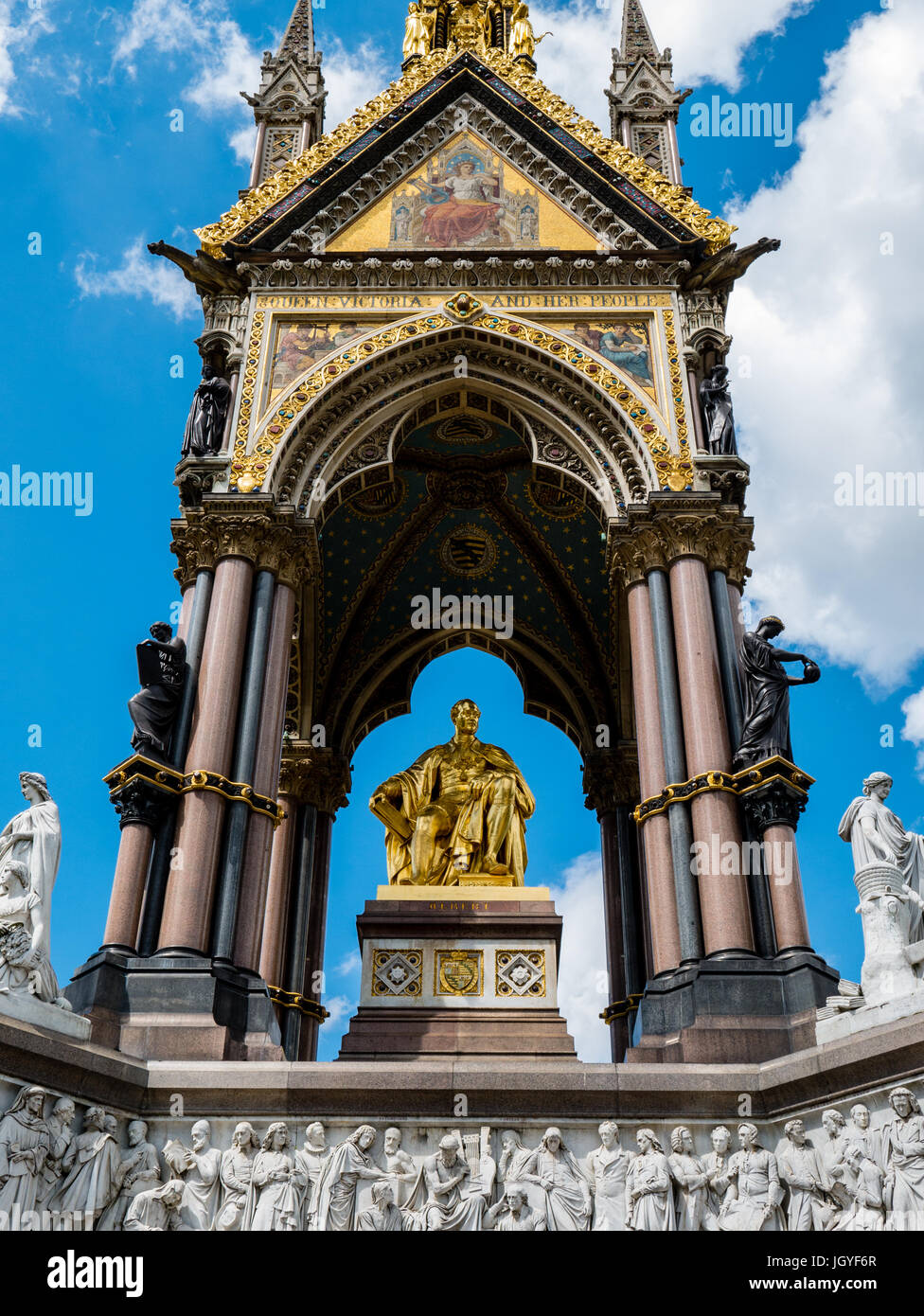 Das Albert Memorial, Kensington Gardens, London, England, UK, GB. Stockfoto