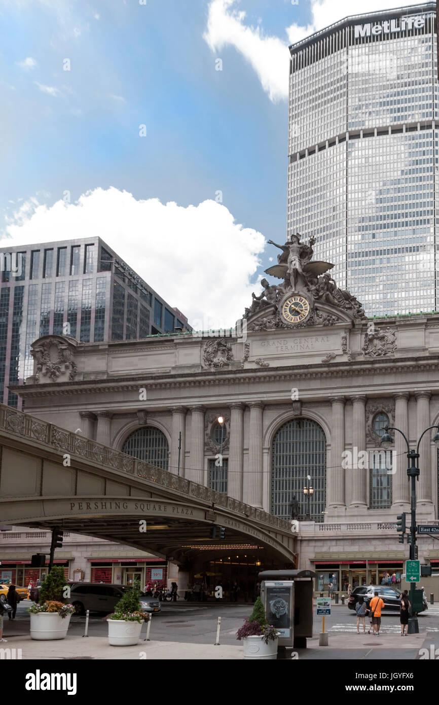 Pershing Square ist der Schnittpunkt der Park Avenue & 42nd Straße direkt vor dem Grand Central Terminal Stockbild
