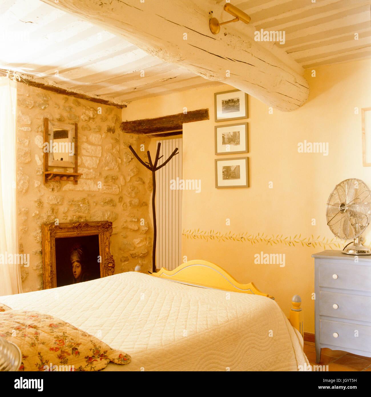 Rustikale Schlafzimmer Stockfoto, Bild: 148129117 - Alamy