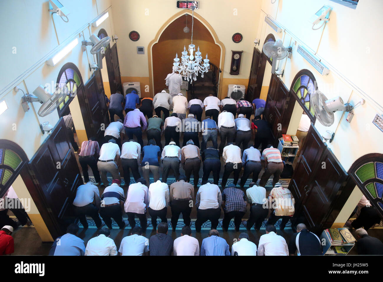 Masjid Al-Abrar Moschee.  Muslime beten. Salat.  Singapur. Stockbild