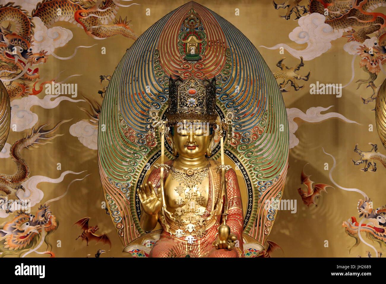 Buddha Tooth Relic Temple in Chinatown. Buddha Maitreya - der zukünftige Buddha.  Singapur. Stockbild
