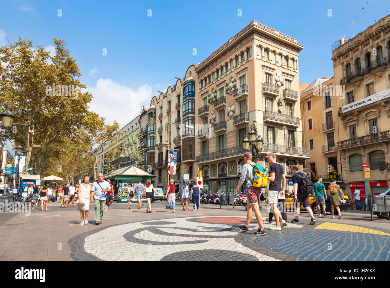 Das Barcelona Miro Mosaik auf dem Boulevard La Rambla (Las Ramblas), die Promenade durch Barcelona, Katalonien (Catalunya), Stockbild
