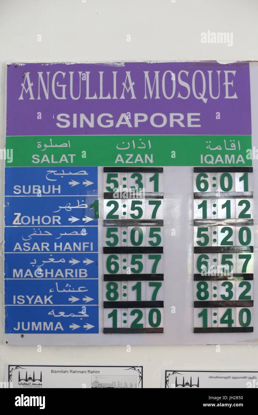 Uhren zeigen der Zeit alle Gebete Muslims.Salat.  Singapur. Stockbild