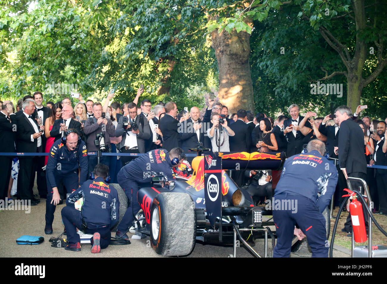 London, 12. Juni 2017. Grand Prix Ball, Prominente, Autos und Fahrer im Hurlingham Club. Expo-Foto/Alamy Live-Nachrichten Stockbild