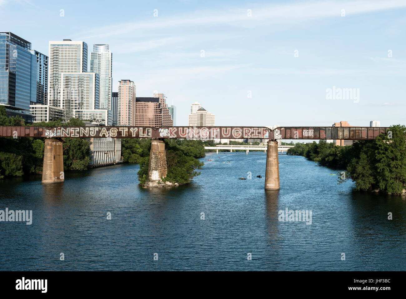 Eisenbahnbrücke über Lady Bird Lake in Austin Texas USA Stockbild