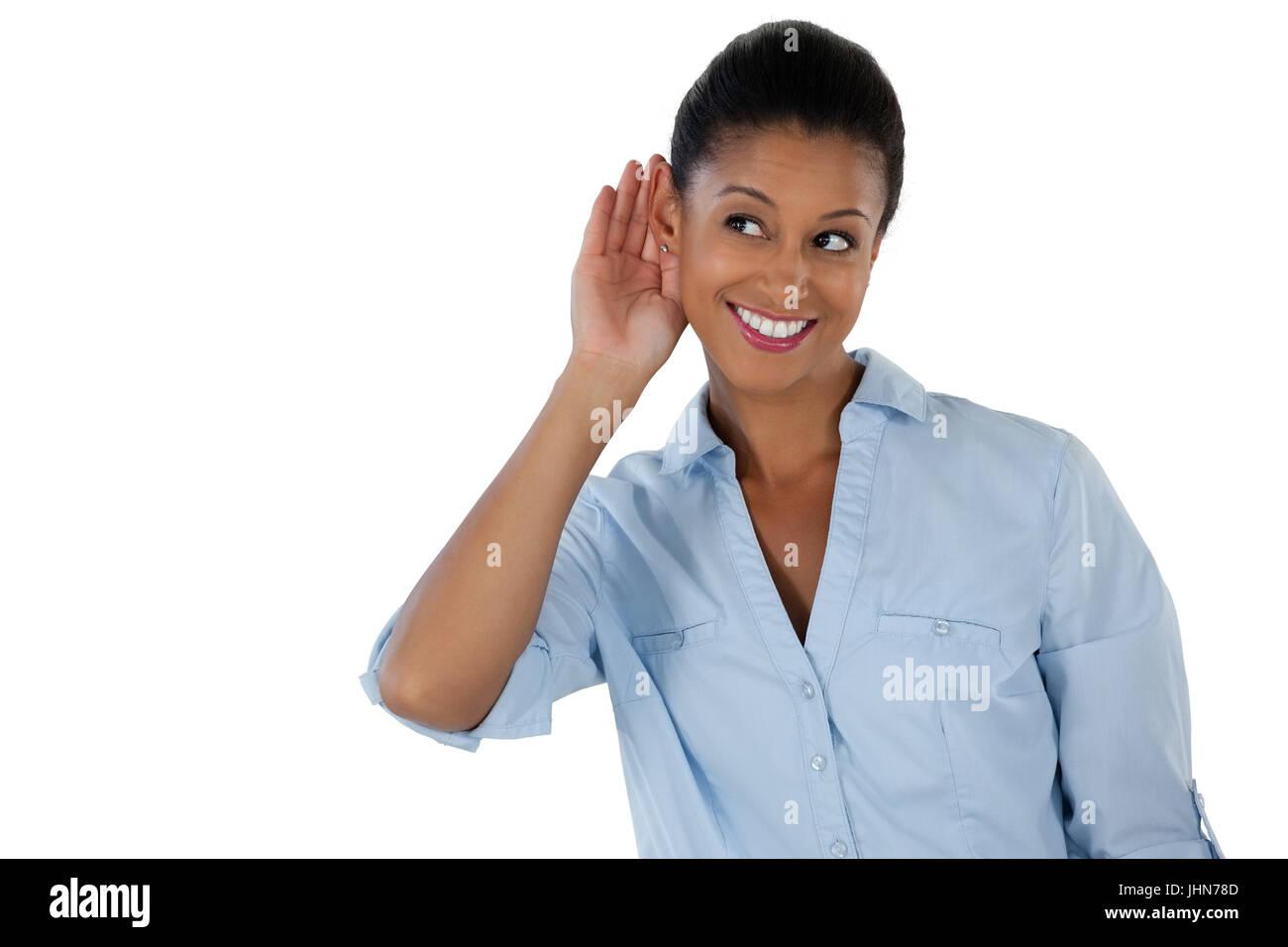 Lächeln, Geschäftsfrau, die heimlich mit Händen hinter die Ohren hören Stockbild
