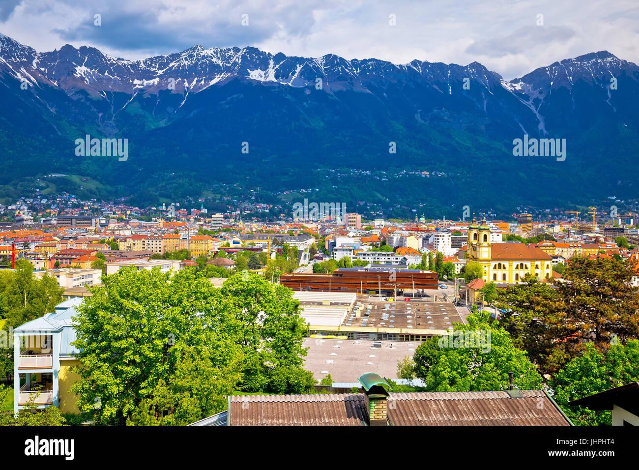 Aerial Panoramablick über Innsbruck und Hafelekarspitze Berg, Tyrol Österreich Stockbild