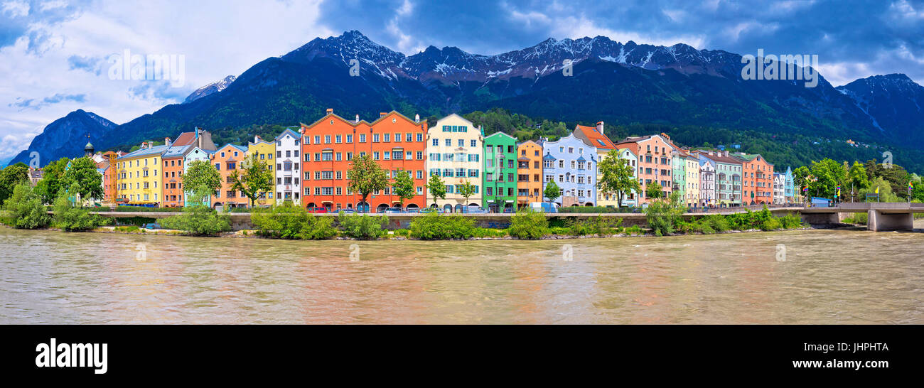 Stadt Innsbruck bunte Inn River Waterfront Panorama, Tyrol Österreich Stockbild