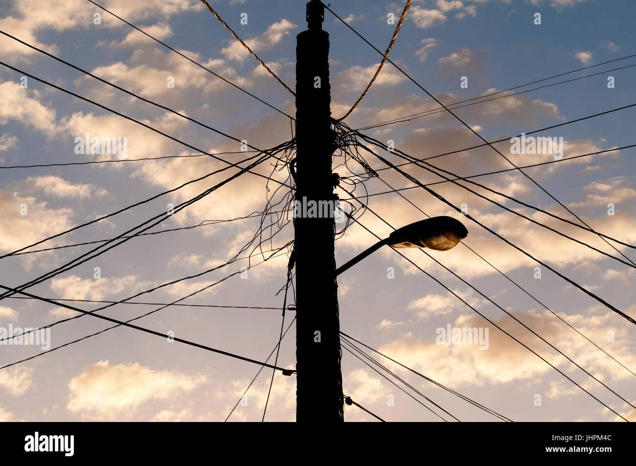 Tangled Wiring Stockfotos & Tangled Wiring Bilder - Alamy