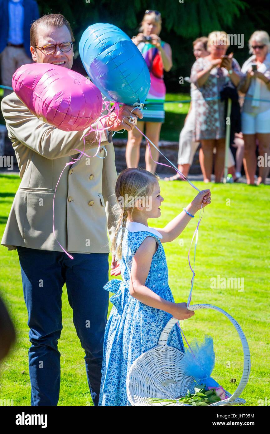 Kronprinzessin Victoria Und Prinz Daniel Von Schweden Besuchen Die