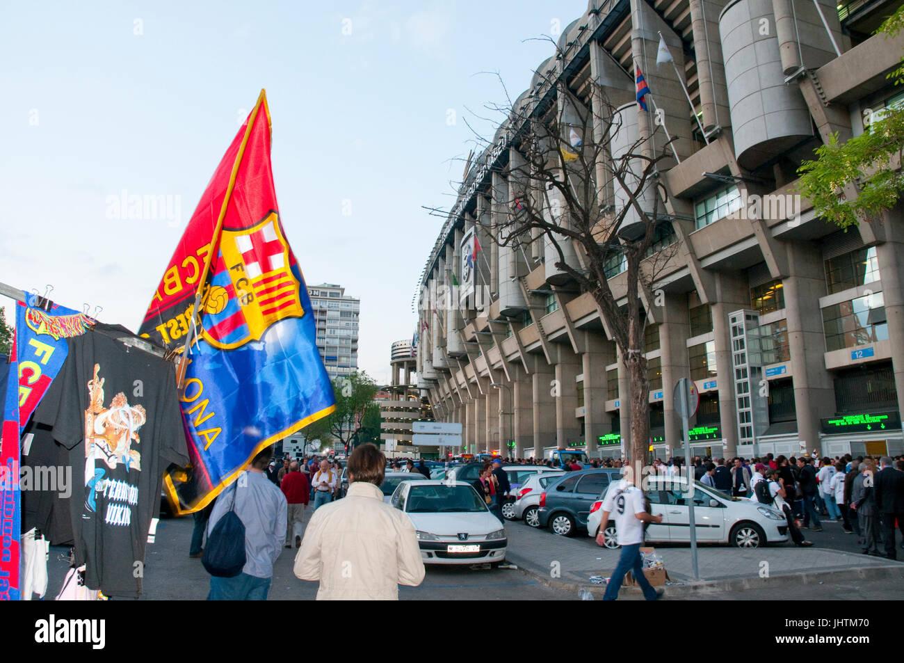 Atmosphäre vor dem Fußballspiel Real Madrid-Barcelona. Santiago-Bernabéu-Stadion, Madrid, Spanien. Stockbild