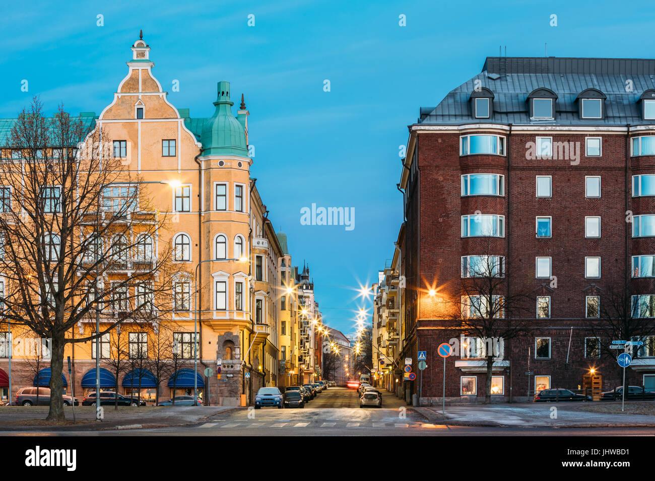 Helsinki, Finnland. Haus Wohnhaus am Schnittpunkt der Merikatu, Neitsytpolku und Puistokatu Straßen im Winter Stockbild