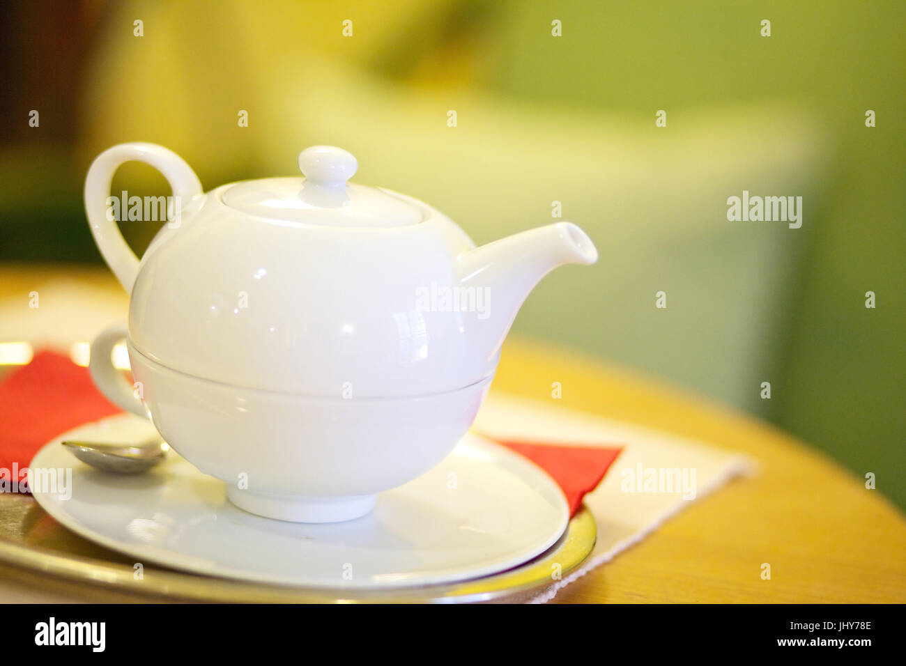 Weiße Teekanne teekanne stockfotos teekanne bilder alamy