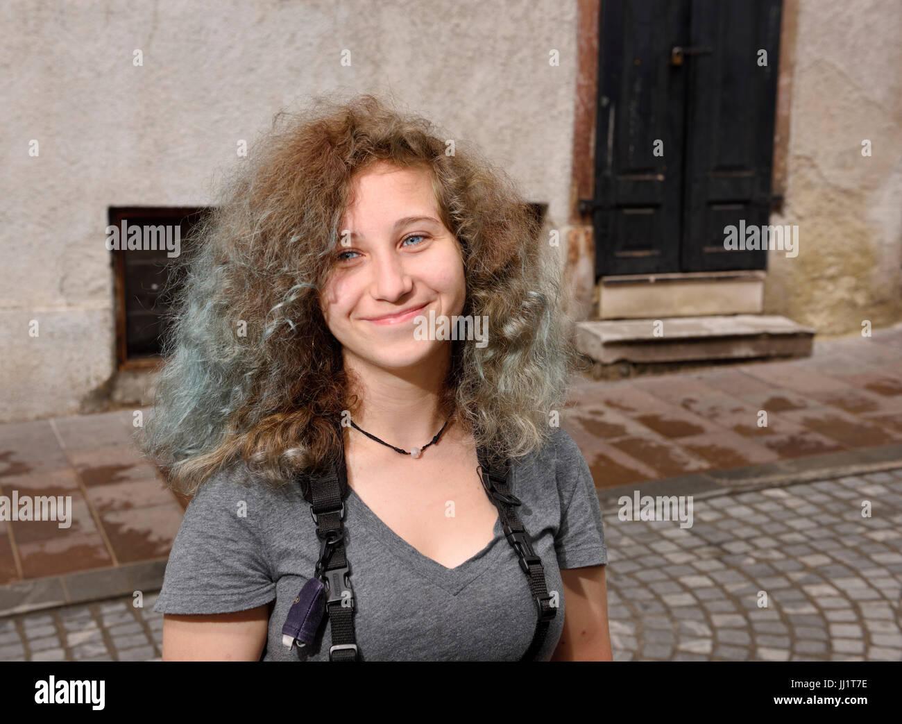 Grau Braun Bild Von Teenager Tourist Mit Geschweiften Blau