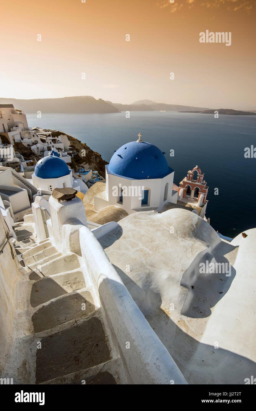 Malerischen Sonnenaufgang Blick in Oia, Santorini, Süd Ägäis, Griechenland Stockbild
