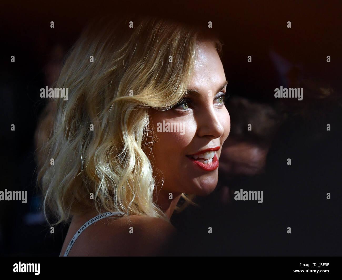 Berlin, Deutschland. 17. Juli 2017. Schauspielerin Charlize Theron bei der Weltpremiere des amerikanischen Spion Stockbild