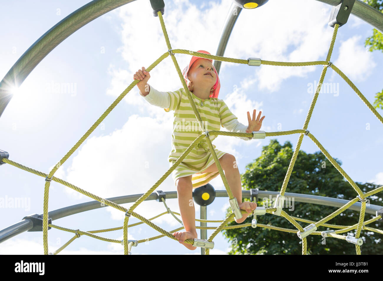 Klettergerüst Kleinkinder : Moers riesiges buntes klettergerüst und große schaukel für