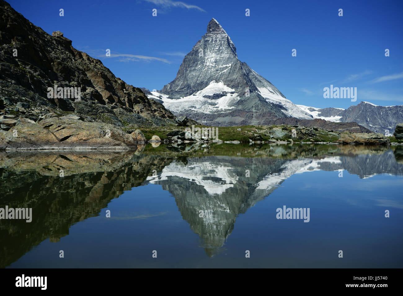ValaisMatterhorn im Teich unterhalb Riffelsee, Gornergrat, Schweizer Alpen, Schweiz Stockbild