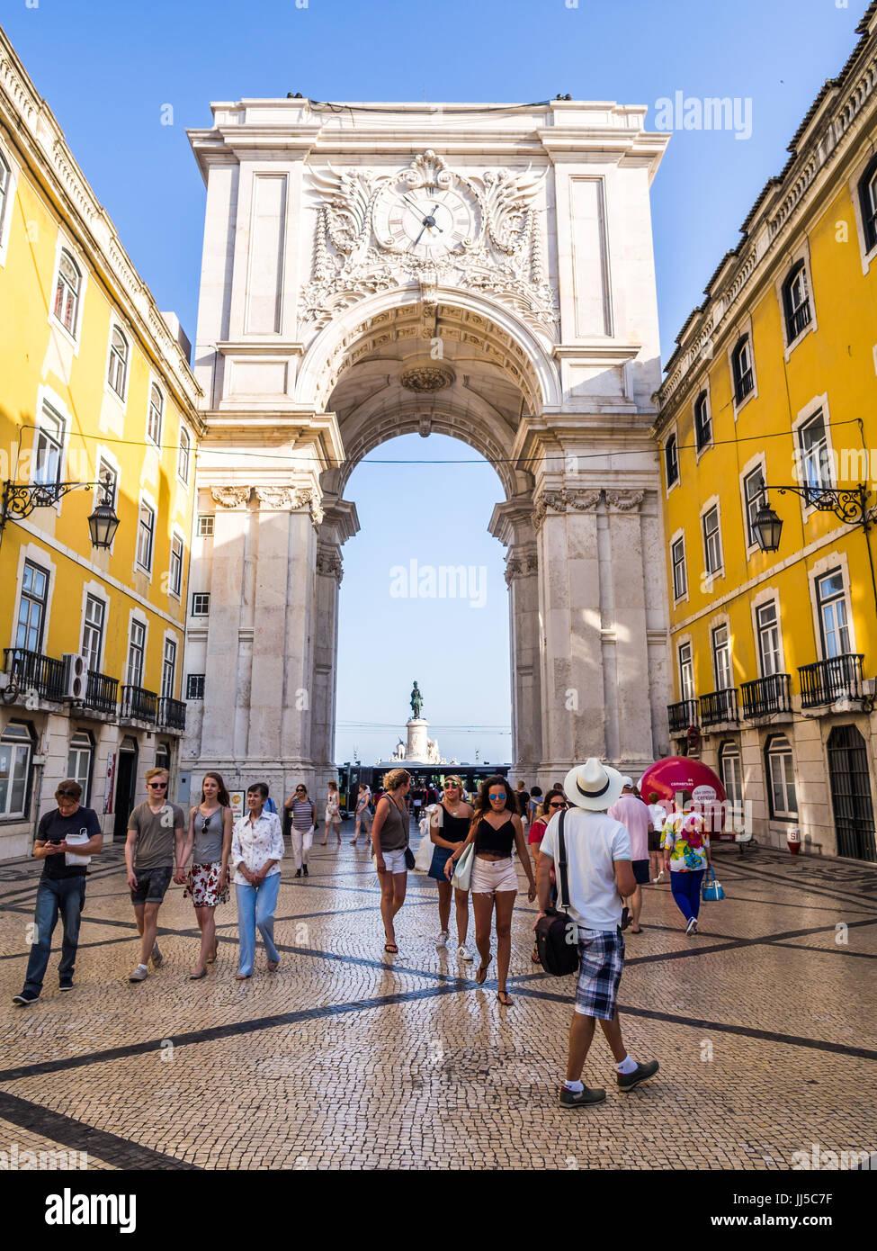 Lissabon, PORTUGAL - 13. Juni 2017: Die Rua Augusta Arch, ein triumphal Bogen-Like, historische Gebäude in Stockbild