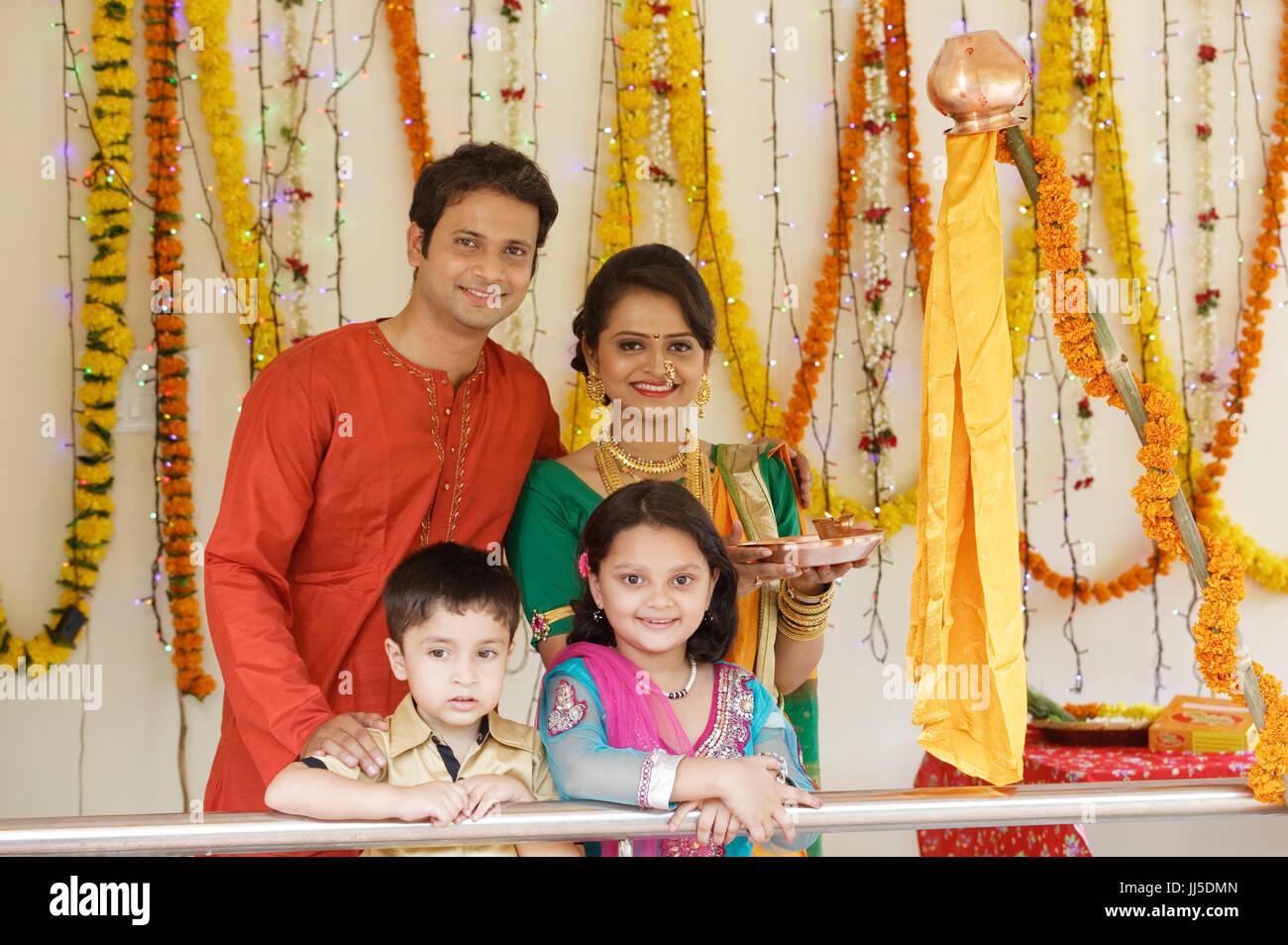 india teenager girl family stockfotos india teenager. Black Bedroom Furniture Sets. Home Design Ideas