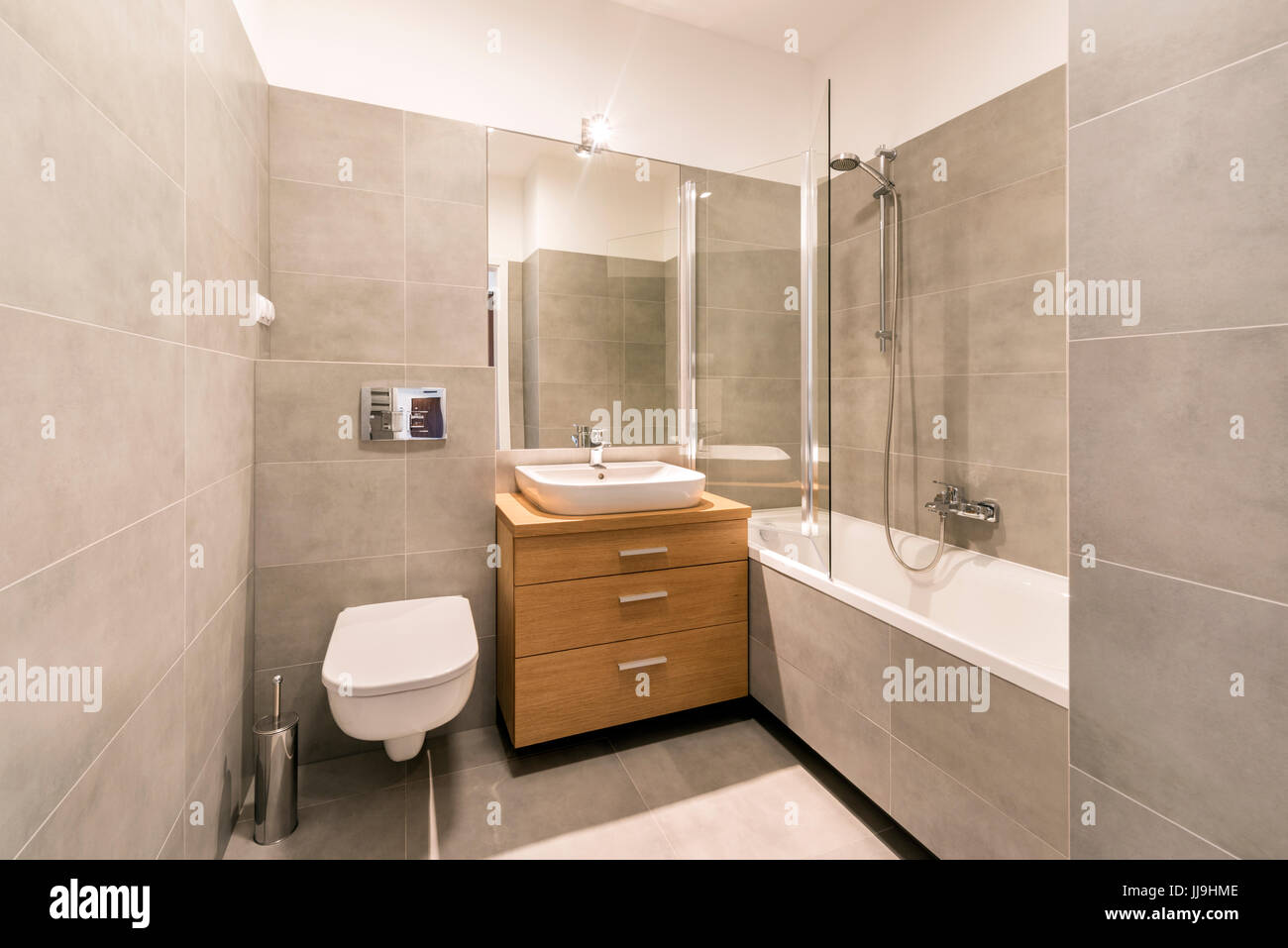 Fußboden Für Bad ~ Modernes bad mit fliesen auf dem fußboden in stilvolle wohnung