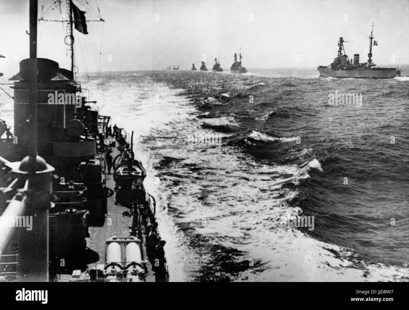Die NS-Propaganda-Bild zeigt die französische Mittelmeer und Atlantikflotte aus das Kriegsschiff Dunkerque Stockbild