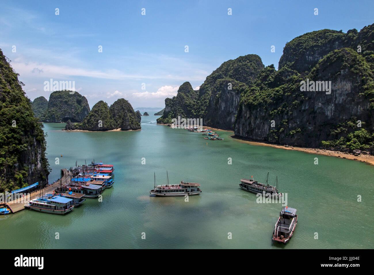 Malerische Aussicht auf die Halong Bucht Vietnam. Stockbild