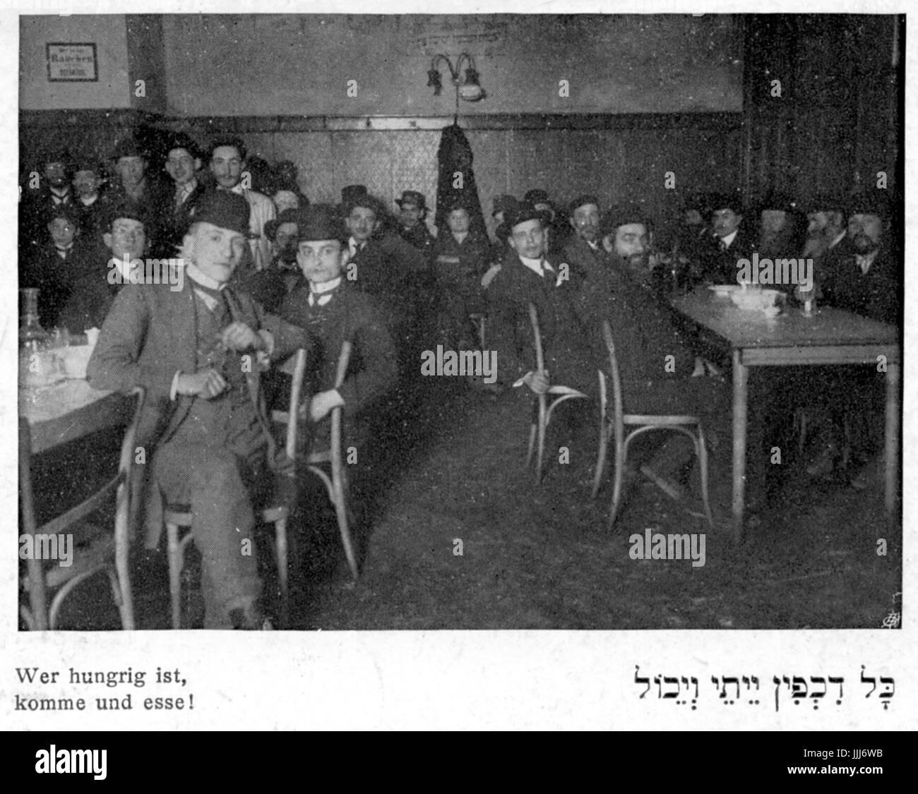 Jüdischen Suppenküche für Männer in der Stadt. Männer tragen Bowler-Hüte und Flügel Stockbild