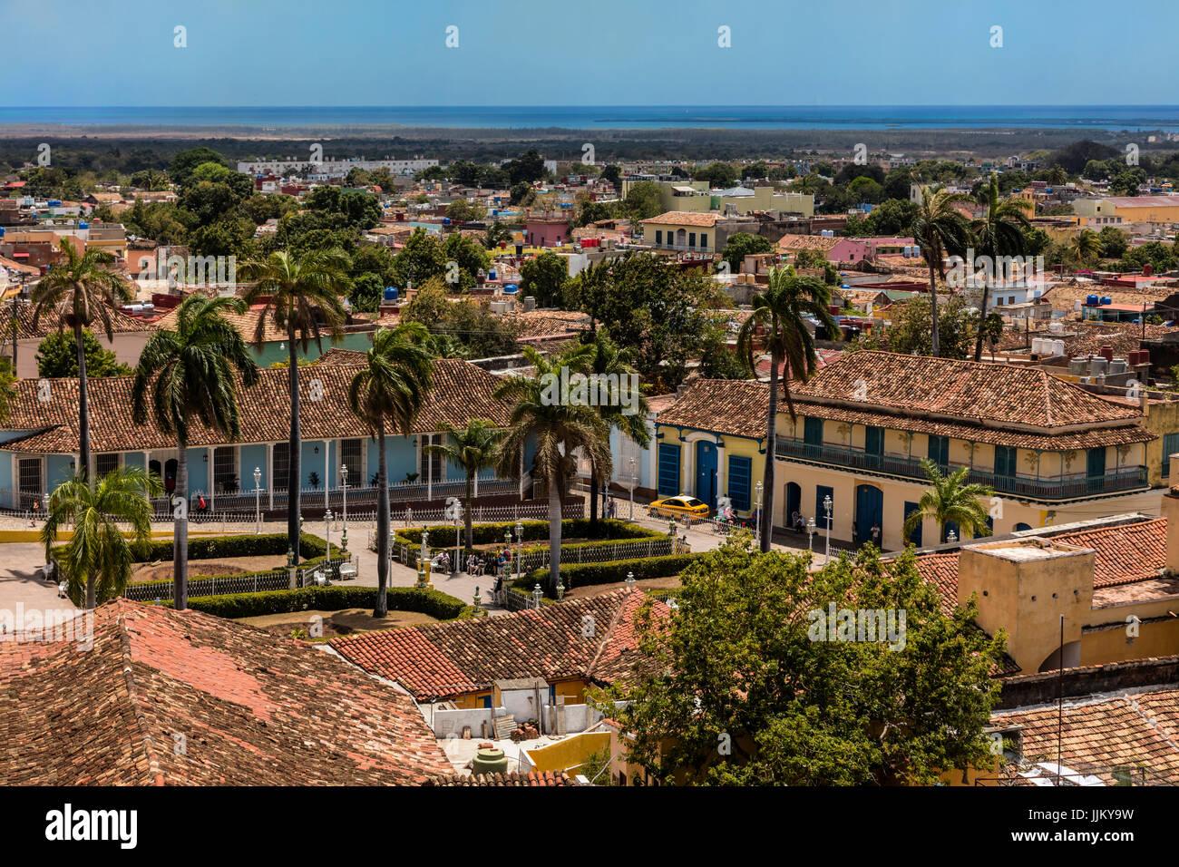 Die PLAZA MAYOR ist umgeben von historischen Gebäuden im Herzen der Stadt - TRINIDAD, Kuba Stockbild