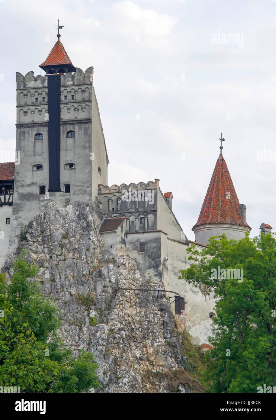 Draculas Schloss (Schloss Bran), di. Residenz von Vlad Tepes, gebaut auf einem riesigen Felsen. Stockbild