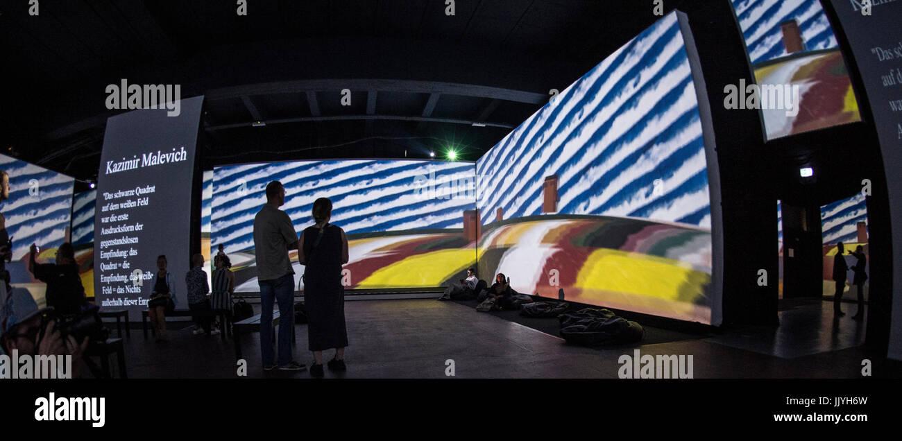 Berlin Deutschland 20 Juli 2017 Besucher Betrachten Kunstwerke