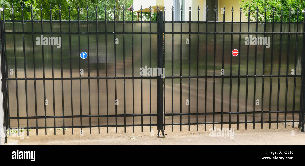 Mansion Security Gate Stockfotos & Mansion Security Gate Bilder - Alamy