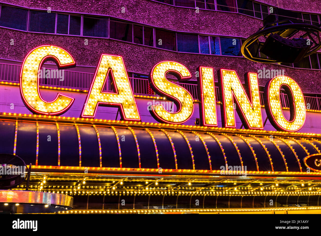 las vegas ca juli 2017 neon casino schild an der fremont street experience fremont street. Black Bedroom Furniture Sets. Home Design Ideas