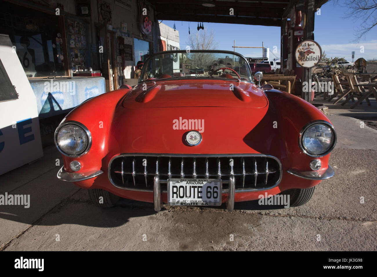 USA, Arizona, Hackberry, RT 66 Stadt, alte Rt 66 Visitor Center und Corvette Sportwagen Stockbild