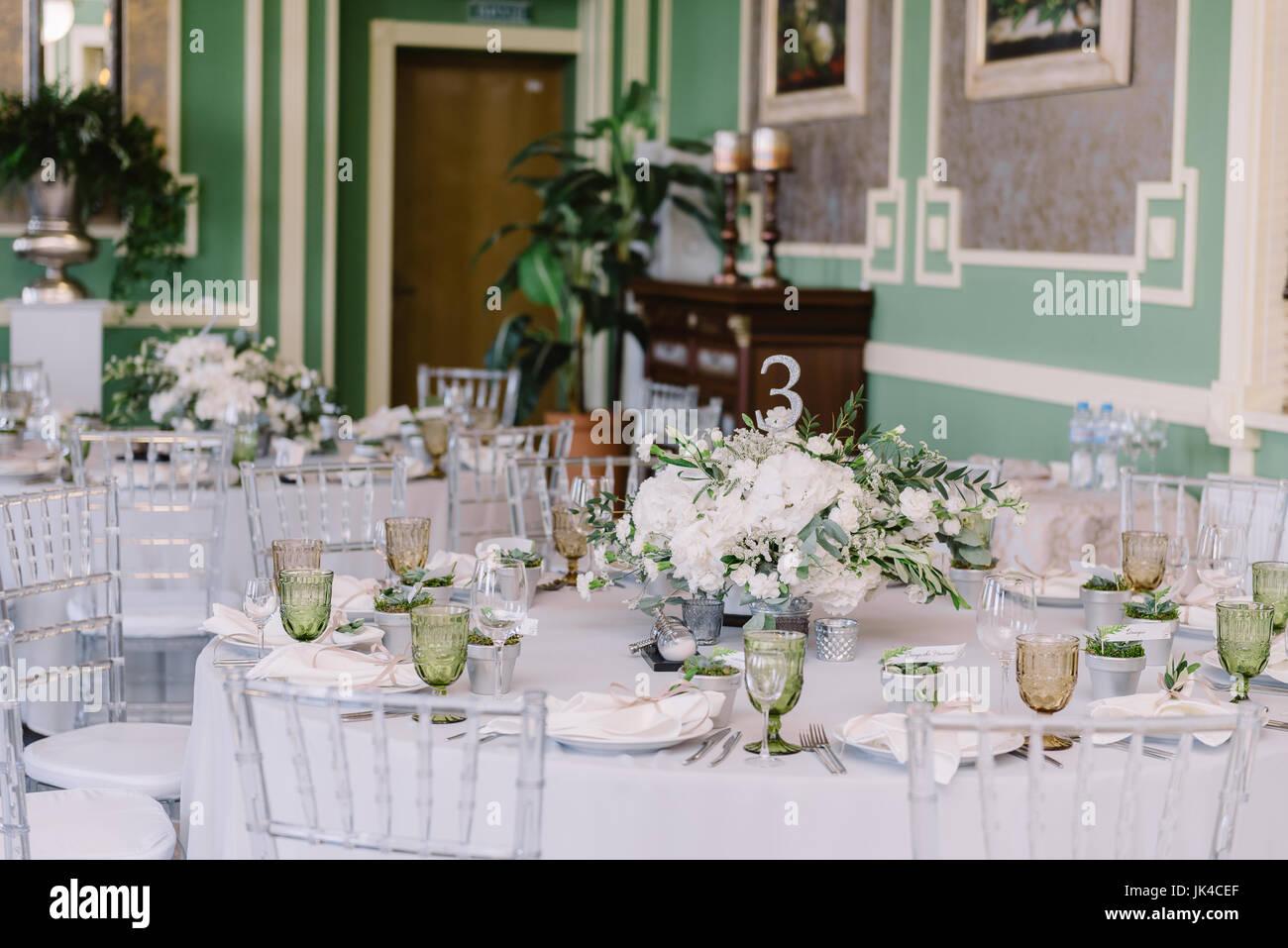 Hochzeit Dekoration Des Tisches Gaste Mit Blumen Kerzen Silber