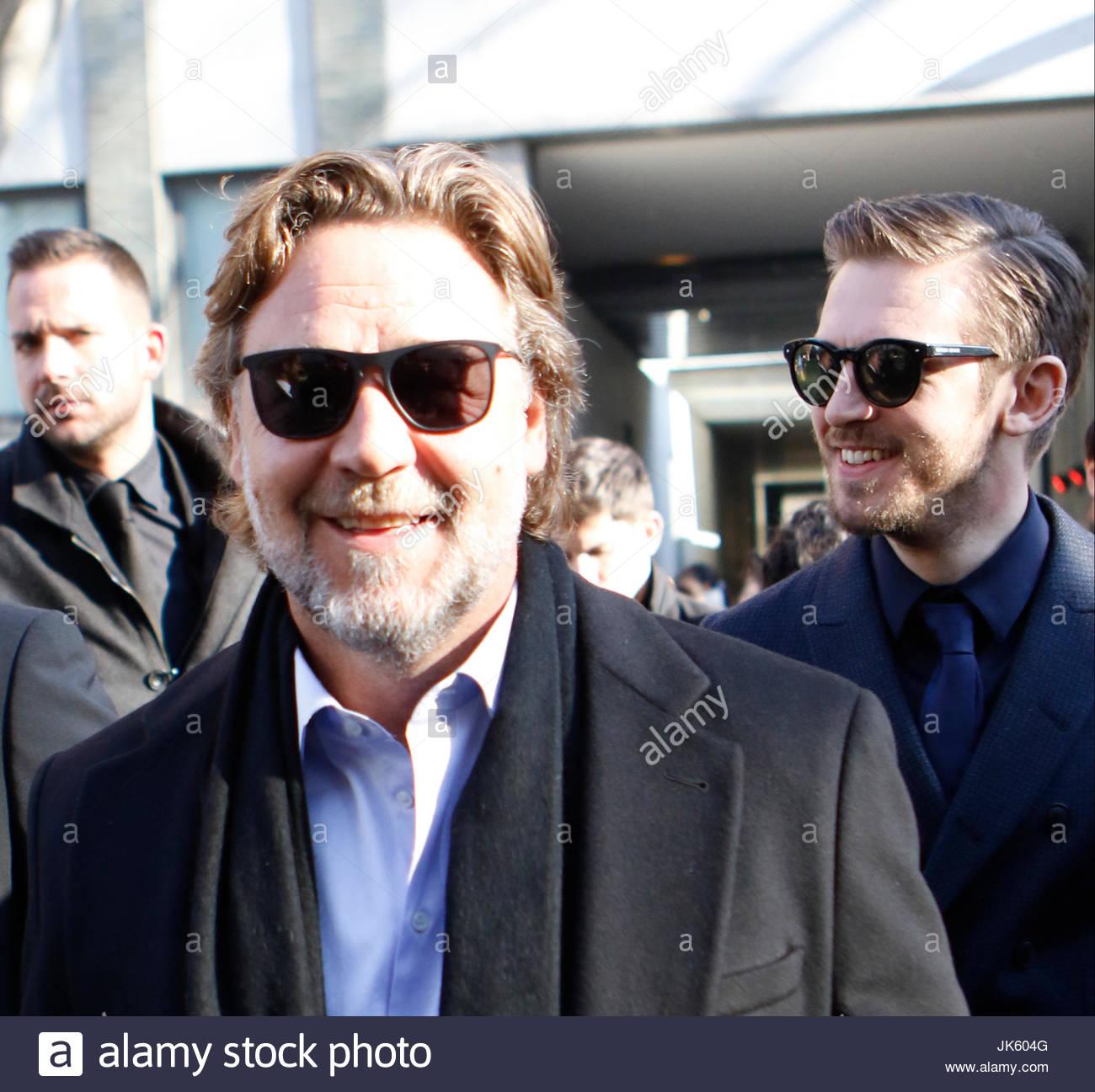 Dan Stevens und Russell Crowe. Street-Style vor der Teilnahme an von ...